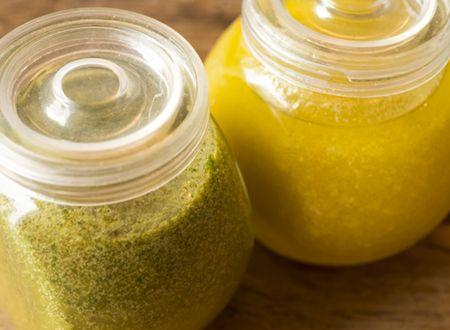 Ingredientes 1 xícara (chá) demanjericão fresco (só as folhas) 1/2 xícara (chá) de azeite extra virgem 3 colheres (sopa) de suco de limão tahiti  Modo de Preparo 1. Coloque 500ml de água em uma panela pequena. Adicione uma pitadaSaiba Mais +