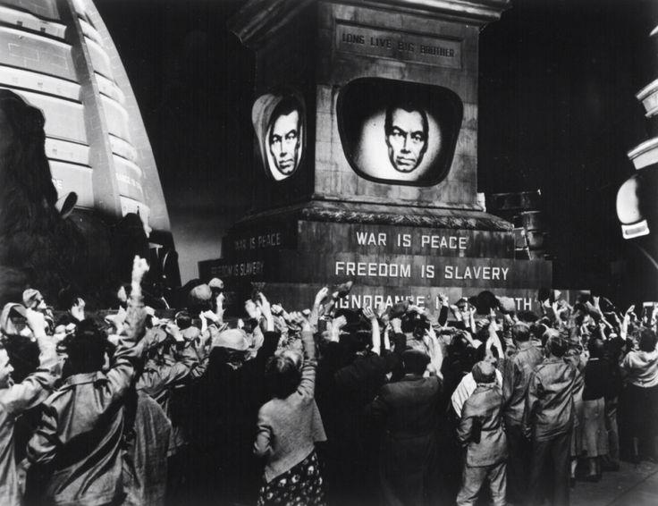 11: 'Long live big brother'  Totalitarismo e controllo del popolo gestiti da un solo uomo onniveggente ma non asimmetrico. Il suo sguardo segue perennemente il suo popolo ed esso sa di essere visto.