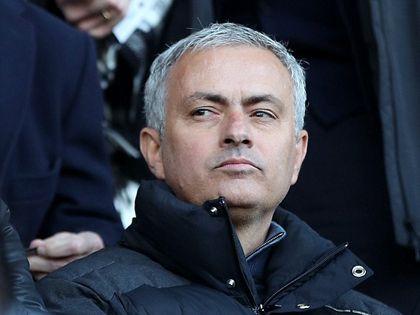 Luke Shaw và Smalling có thể phải 'khăn gói' rời Old Trafford vì Mourinho