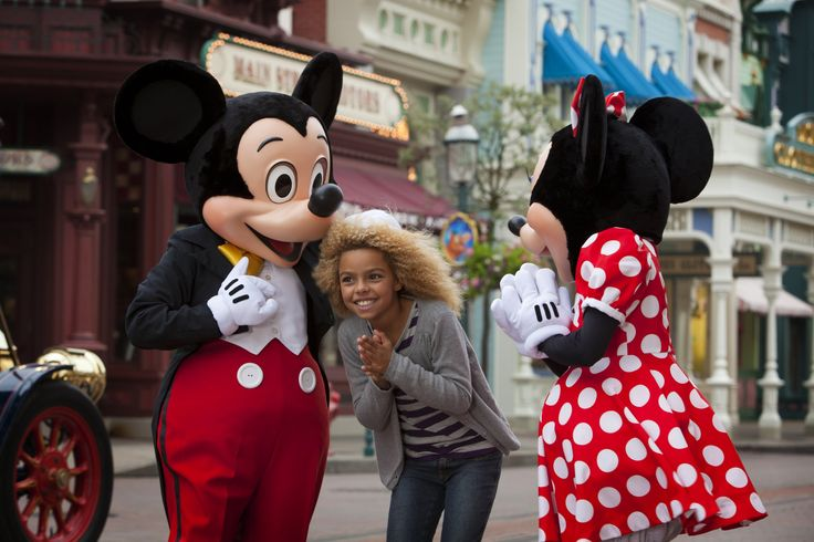 Disneyland Park, Main Street U.S.A - Young Guest With Minnie & Mickey Mouse, Disneyland Paris