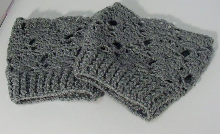 Grey Lace & Fans Wide Calf Boot Cuff ~*~ originally pinned by https://www.facebook.com/HookedOnEwe
