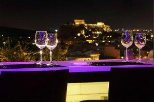Σχεδιάστε για τα φετινά Χριστούγεννα μια απόδραση στην καρδιά της Αθήνας απολαμβάνοντας μοναδικές στιγμές ξεγνοιασιάς με αυτούς που αγαπάτε στο Hilton Αθηνών. Το ιστορικό ξενοδοχείο μάς βάζει στο π…