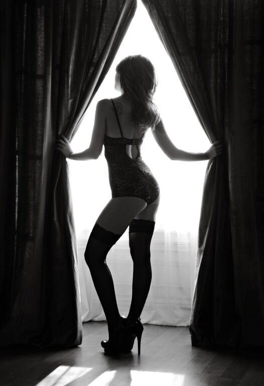 25 Best Boudoir Poses from @boudieshorts (My favorite pose is from Celebrate Sexy)