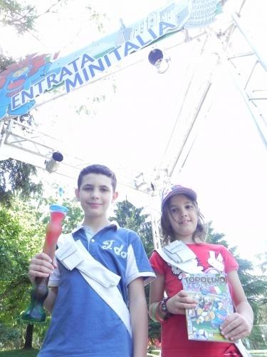 Nicole e Simone sono pronti iniziare la loro visita a Minitalia Leolandia Park!