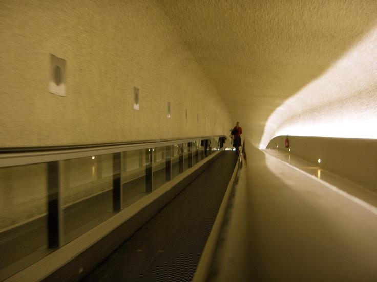 Terminal 1 @ Roissy Charles de Gaulle Airport.    C'est la classe !