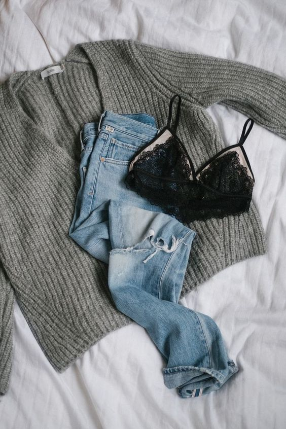 Especially in wintertime it is not really easy to find an outfit that keeps you warm and still looks good. An oversized knit with a perfect pair of denim jeans is still one of my favorite outfits to wear though. I know that it looks super casual and not really special, but simple and comfy Read More