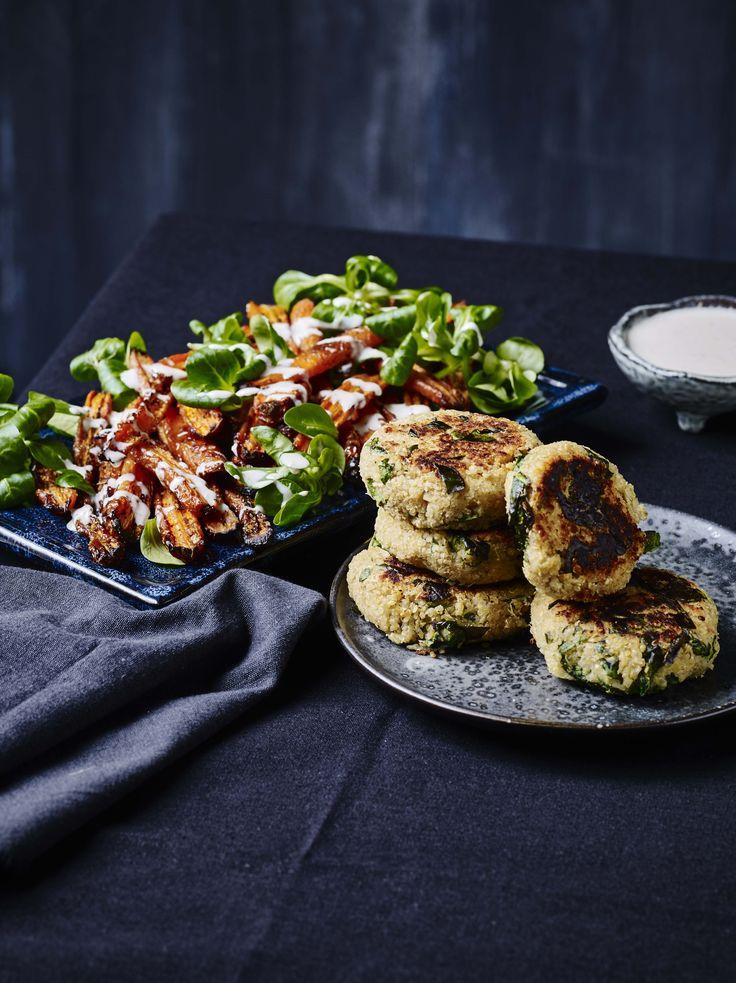 Hvis I kommer til at savne et grønnere, kødfrit måltid mellem påskefrokosterne, har jeg den perfekte opskrift til jer i dag: De lækreste veganske bøffer med butterbeans og quinoa, serveret med en s…
