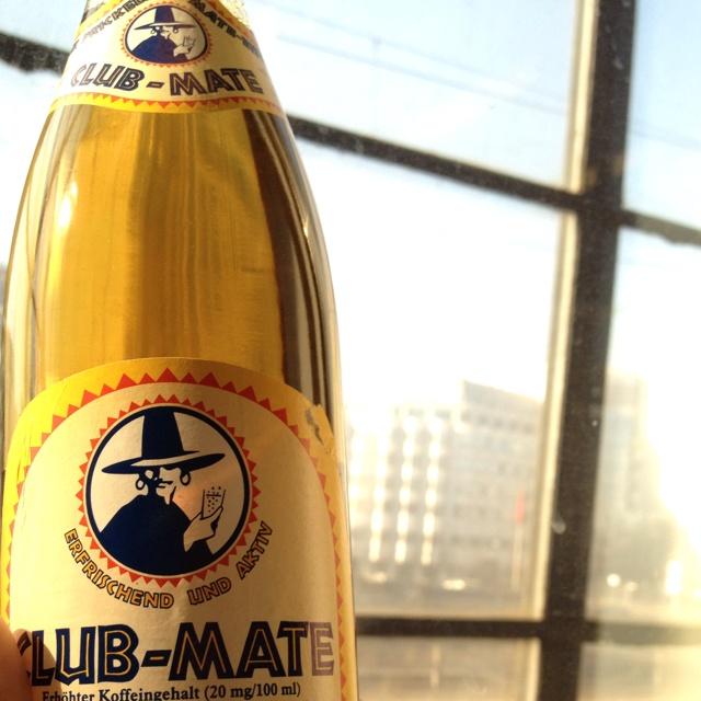Club-Mate vor der Botschaft der Volksrepublik China in Berlin.