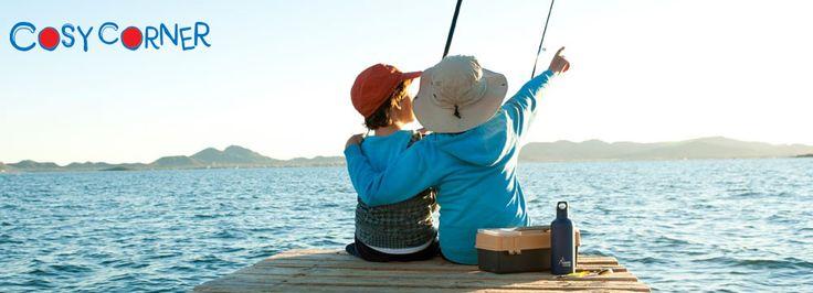 Το φθινόπωρο είναι τέλεια εποχή για ψάρεμα με τους φίλους μας. Μην ξεχάσετε να έχετε πάντα μαζί και το θερμός παγούρι σας! http://www.cosycorner.gr/el/category/για-το-παιδικό-σταθμό/laken-iso-θερμός-παγούρι-ασημί/