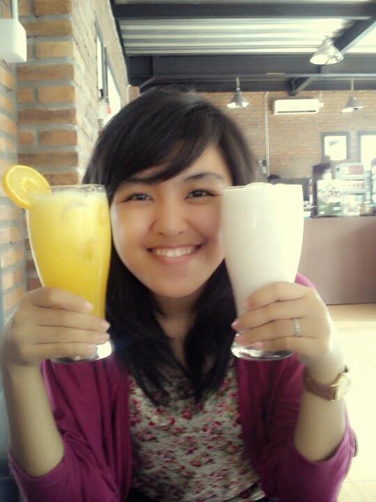 Orange juice dan milkshake banana :)))