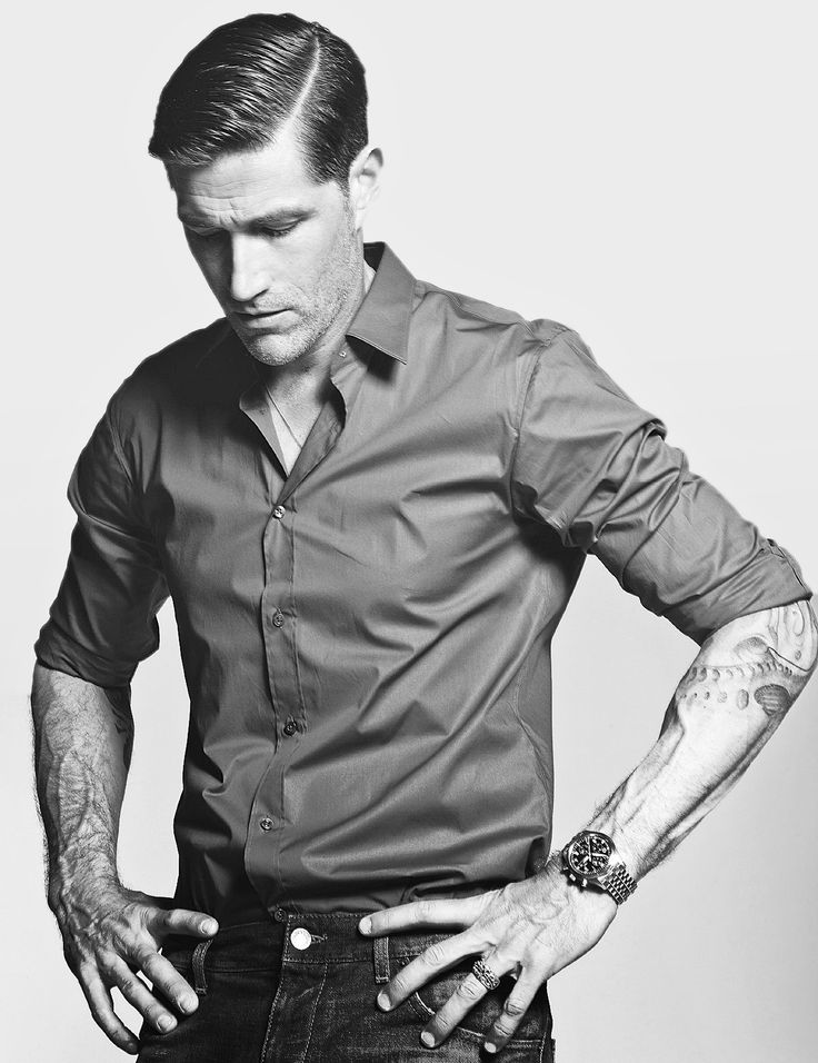Matthew Fox... Have mercy you know I like a guy with tattoos!