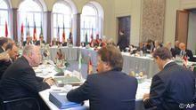 Die Ministerpräsidenten der Bundesländer beraten Ende 2004 über die Föderalismus-Reform