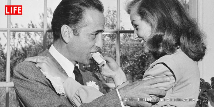 Lauren bacall feeds wedding cake to her groom humphrey for Lauren bacall married to humphrey bogart
