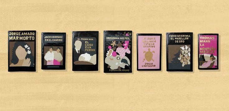 Dani Juarez, 7 formas de alquimia (detalle), charol sobre libros originales, madera, poster, fotografia, Instalacion, medidas variables, 2012    Bisagra arte contemporaneo