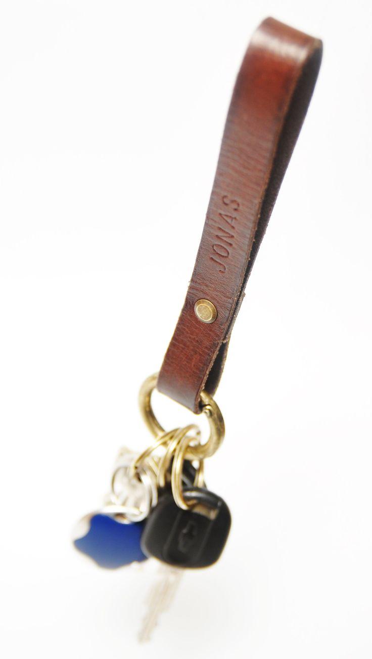 Produktet Nøglering / Keychain Rolls Royce-model sælges af iHide i din Tictail-shop.  Tictail lader dig skabe en smuk online shop gratis - tictail.com