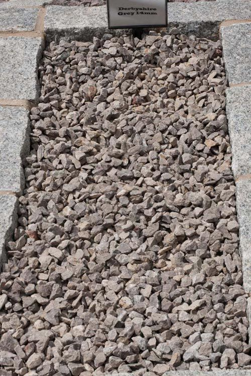 Decorative Aggregates | Derbyshire Grey 14mm Chippings | Products | Bannold.co.uk
