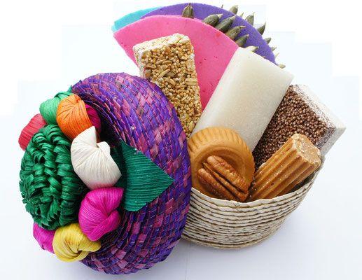 Tenemos dulces típicos mexicanos en canastas para regalos corporativos, regalos personales, mesas de dulces, centros de mesas para cualquier tipo de evento. La mejor calidad y 100% artesanal.
