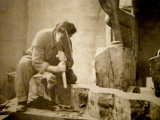 """Constantin Brâncuşi chopping away at an """"Endless Column"""", 1924"""