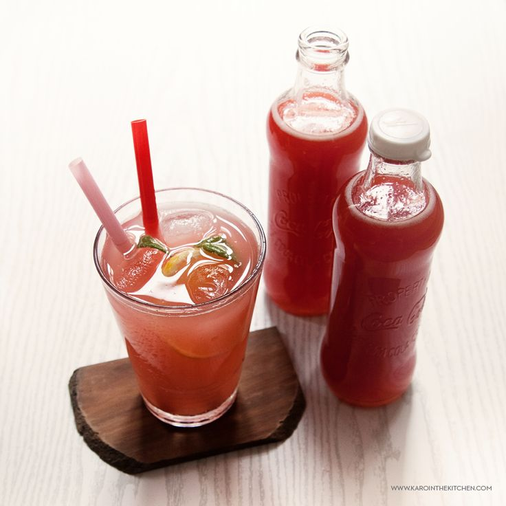 Rabarbar w butelce- syrop z rabarbaru idealny do napoi i drinków.