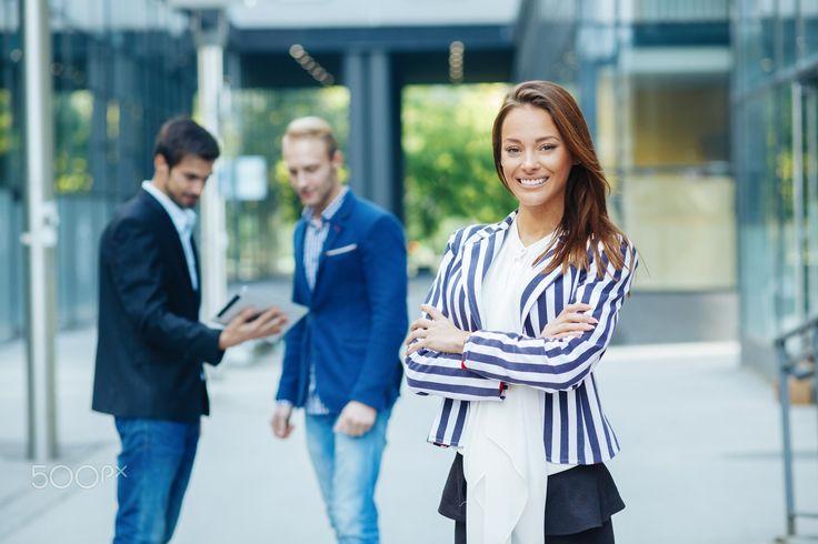 Wanita Sukses Tak Hanya Berdiam Diri. Tantang Dirimu dengan Lakukan 11 Kebiasaan Ini!