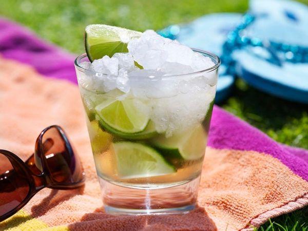 Geniet van deze heerlijke Braziliaanse cocktail - Libelle Lekker!