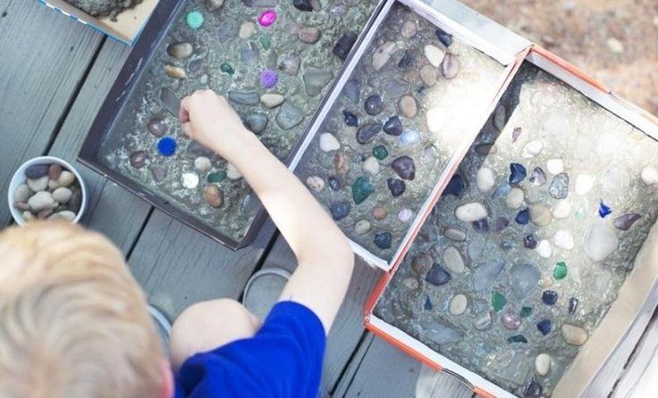 kreative Gartenfliesen mit Kindern basteln und mit Steinchen dekorieren