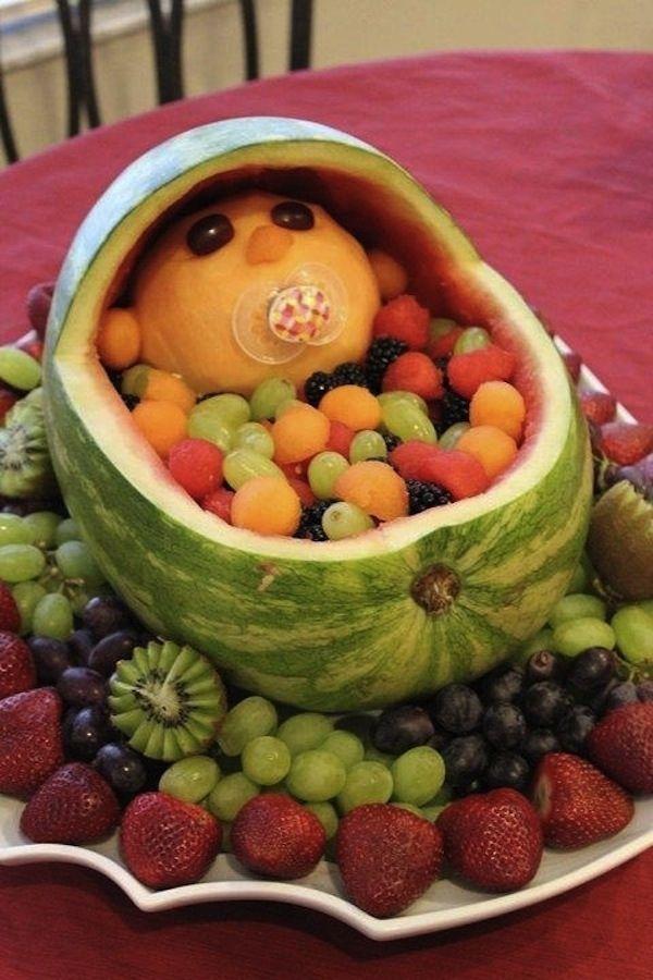 Hör auf, Melonenbaby, hör auf. | 11 sehr verstörende Bilder von Speisen, die wie Babys geformt sind