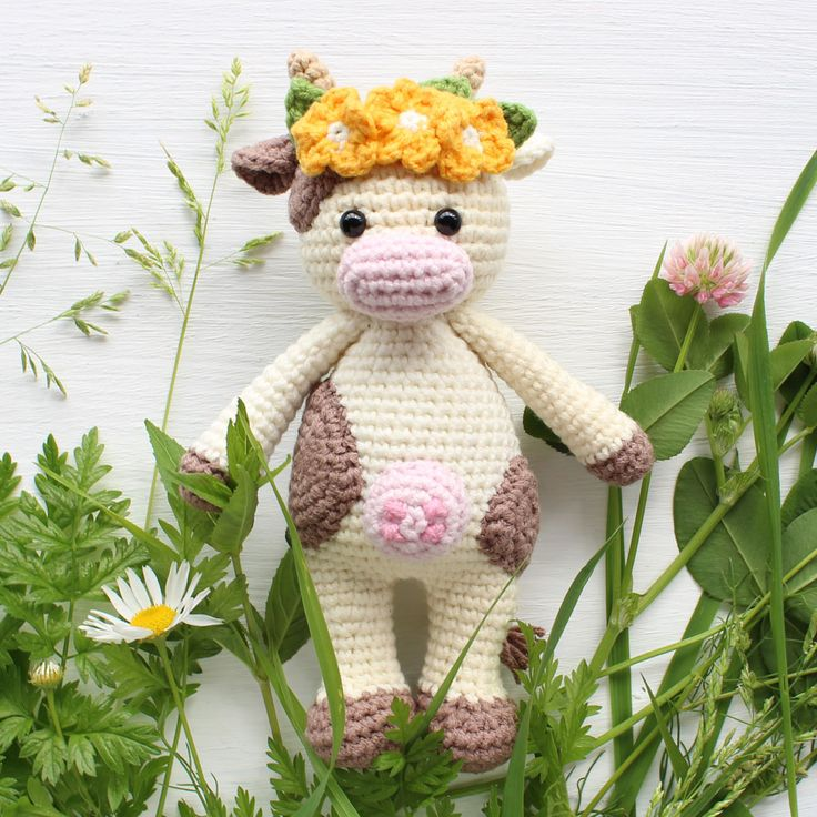 This cute crochet cow amigurumiis super soft and huggable! Create afriendly crochet cow using our step-by-stepCuddle Me Cow Amigurumi Pattern.