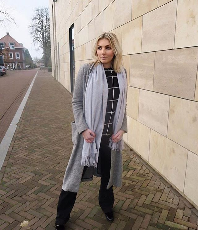 How stunning is @lisstylebook wearing our Fayenne scarf! Are you still looking for a Christmas gift? Order yours today for guaranteed delivery before Christmas 🎄  Use the code: INEZXMAS for a 35 euro discount . . . . #inezboutique#inez#inezamsterdam#amsterdam#amsterdamcashmere#luxury#luxurylife#luxurylifestyle#luxuryfashion#fashion#fashionstyle#fashiongram#fashionaddict#fashionpost#fashionphotography#fashiondesign#fashionlovers#scarf#scarvesfordays#scarfseason#scarfweather