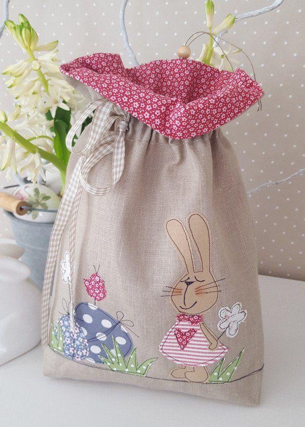 *Osterbeutel zum Befüllen*  verziert mit einem Osterhasen,Ostereiern,Blumen...  Das Säckchen ist zum Verschließen und kann je nach Belieben befüllt werden.   Damit man das Beutelchen auch...