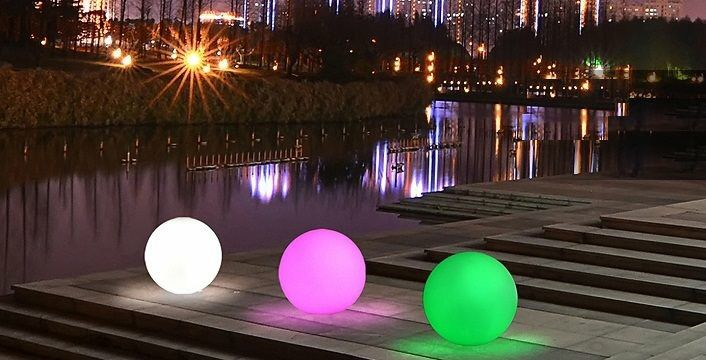 Sfere a #led. #arredo #giardino #garden #design #outdoor #moon