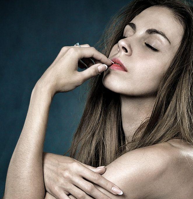 Łatwo łamiące się paznokcie to udręka wielu kobiet. Aby się ich pozbyć jedz codziennie...! | Popularne.pl