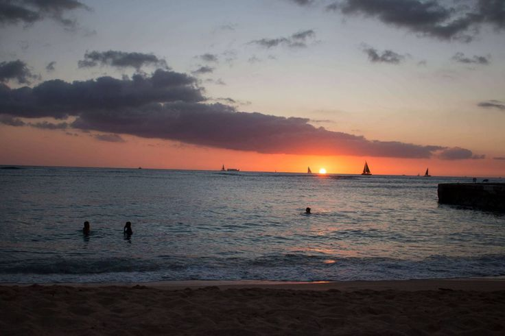 Catching the sunset from Kaimana's Beach, Oahu Hawaii #sunset #hawaii #oahu