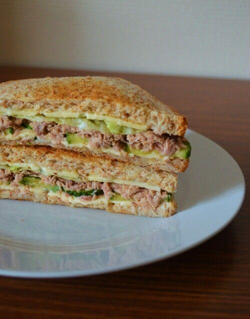 Sandwich léger thon-crudités http://recettesdiman.canalblog.com/archives/2014/03/27/29453073.html