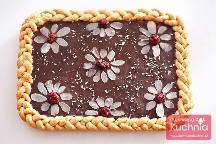 Przepis na mazurek czekoladowy. Prosty i szybki mazurek czekoladowy - przepis na kruchym spodzie, udekorowany bakaliami. Mazurek z czekoladą na Wielkanoc.