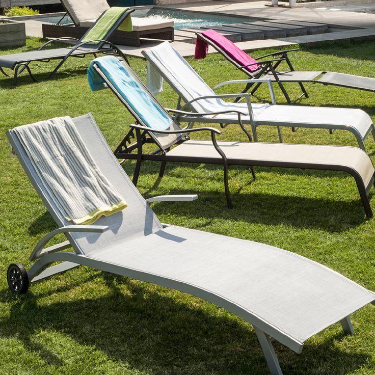 Disfruta cada minuto de estas vacaciones alrededor de la piscina y en estas reposeras. #easytienda #Vacaciones #Easy