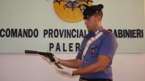 Offerte di lavoro Palermo  In manette un sorvegliato speciale l'arma pronta all'uso era dietro la lavatrice  #annuncio #pagato #jobs #Italia #Sicilia Palermo: pistola con silenziatore nascosta in casa arrestato