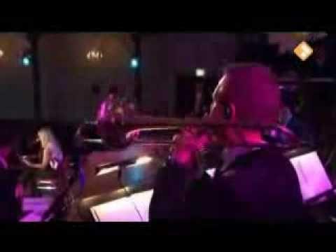 Wende Snijders zingt 'Lost' van Anouk tijdens het Pink Ribbon Award Gala 2009