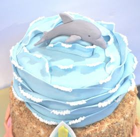 What is the perfect cake for an 6 year old girl??? WHY...a surfer dolphin cake of course!!! Duh. This is my favorite way to...