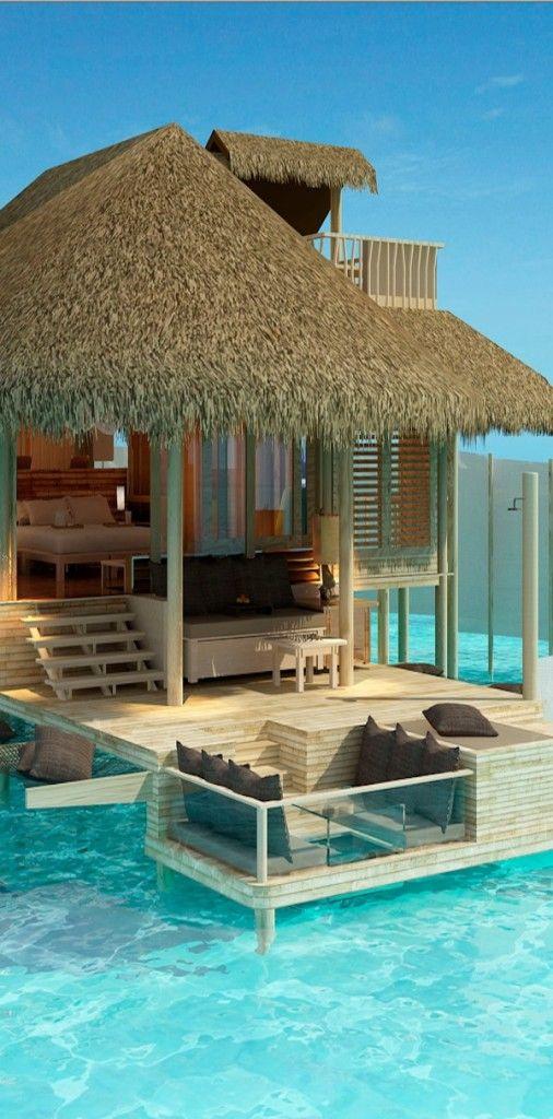 プールサイドにこんな休憩用に東屋(?)をこさえてみたい。いや思い切って南の島国で別荘を買えということか…