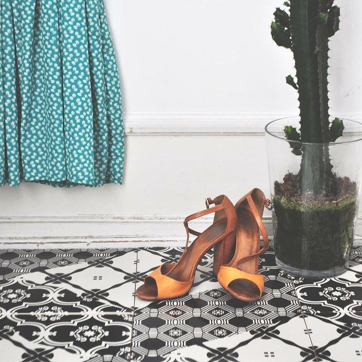 A tile moment #arttiles #floor #tiles 👌🏼◽️▪️🔹👡