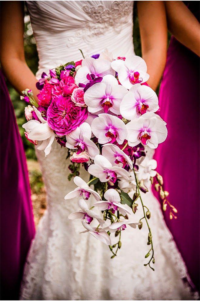 Orquídeas nos buquês de Noiva. Uma escolha sofisticada que deixa os convidados surpresos e o Noivo ainda mais apaixonado! #primaveragarden #buquesdenoiva #casamento #ideiascasamento # florescasamento