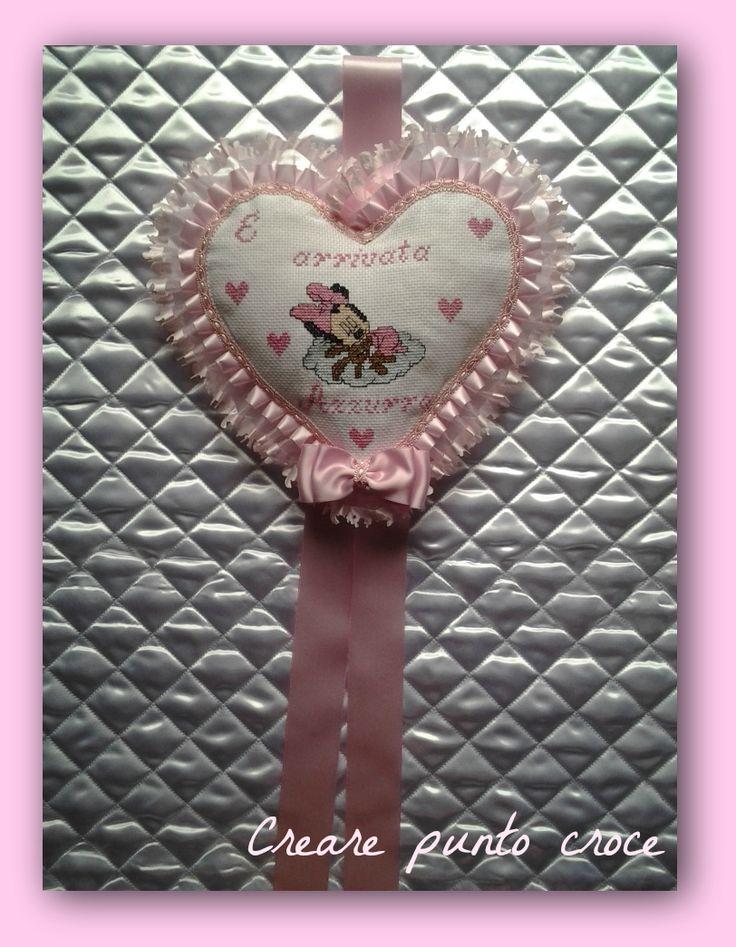 Coccarda/fiocco nascita punto croce minnie interamente realizzata a mano…cross stitch