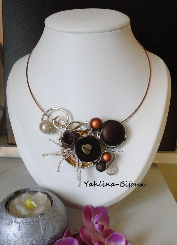 Collier °Nespresso° beige marron brun ivoire Réf: 04