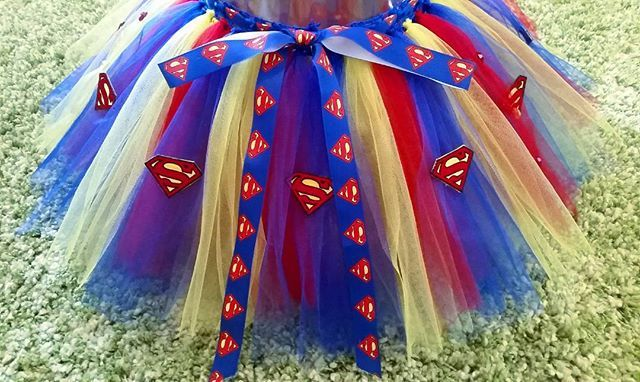 The back of this Superman - themed tutu features a Superman logo ribbon belt to secure the skirt at the waist. I'm absolutely loving this piece!! ❤
