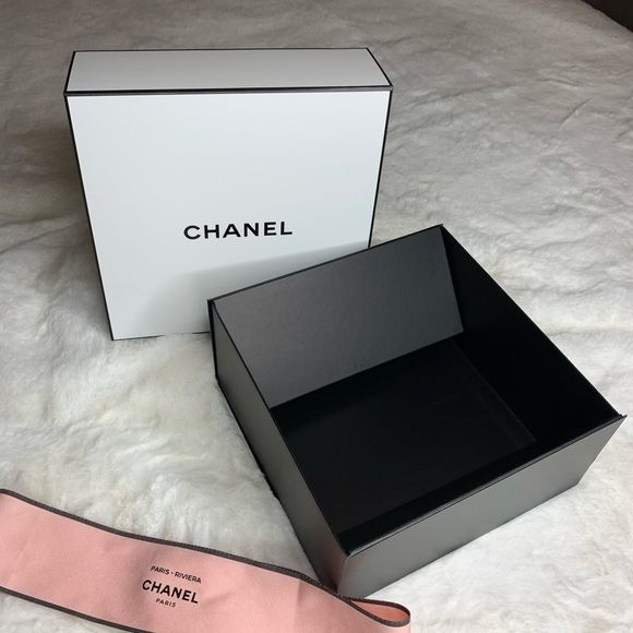 Chanel Gift Box Hi I Have A Chanel Gift Box Comes With Box And Ribbon Has Slight Scuffing On The Back Of The Box And On The Side Chanel Gifts