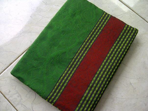 Jual Tenun Baron Hijau dan Coklat   Harga yang kami berikan sangatlah terjangkau :  HP : 0822-2777-0246 PIN : 749D3643 http://tenunbaronjepara.blogspot.com/