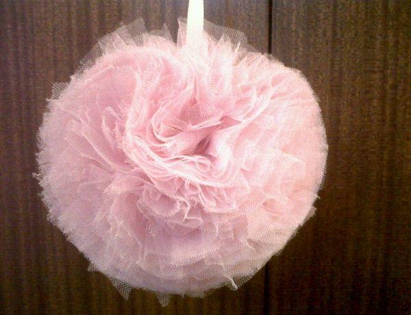 Pompones de tul para decorar tu boda: Tul Para, De Mariage, To Decorate, En Tulle, Decorate Your, Tulle Pour, De Tul, Tutoriel Pompon, Deco Bonita