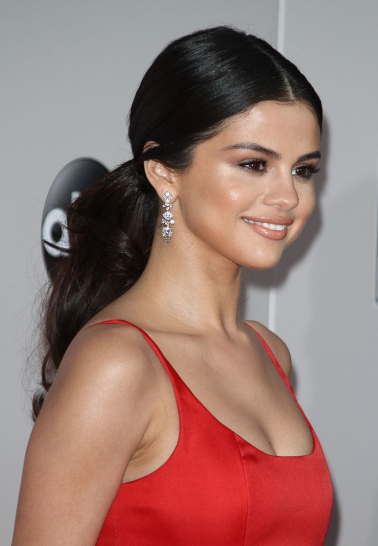 November 20: Selena attending the 2016 American Music Awards in Los Angeles, California [HQs]