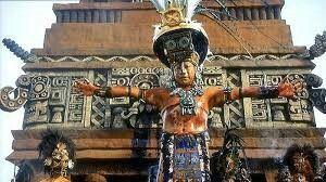 Los sacerdotes mayas eran los lideres con mas poder en esos tiempos ya que ellos estaban por encima de los reyes mayas.